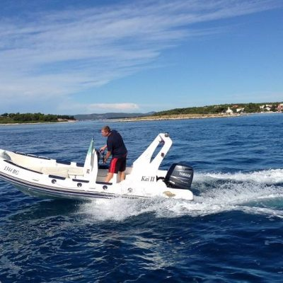 Mit dem Motorboot auf der Adria cruisen