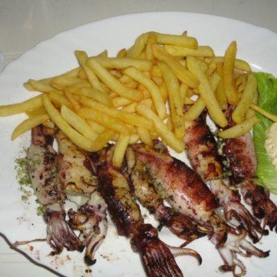 Gegrillte Calamari - eins der leckeren Gerichte von der Karte