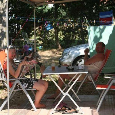 Camping Kroatien Stellplatz im Schatten